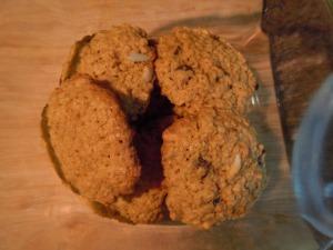 Almond chocolate chip oatmeal cookies